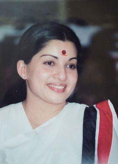 8a07970abef5b00d3d3c83136dc72c80--tamil-actress-displays.jpg