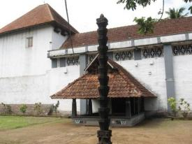 side-entrance-with-the-nadapanthal.jpg