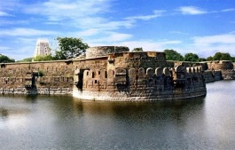 548011903Vellore_Fort_Main.jpg